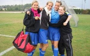 Piger i fodboldtøj
