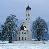 Gammel kirke i sne