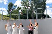 Glade studiner kaster deres studenterhuer i luften